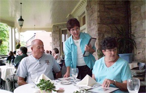 02 Les and Pat Higdon at Graceland Inn Restaurant