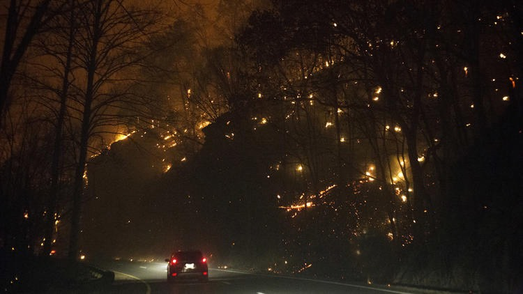 ct-photos-wildfires-across-southern-u-s-20161129A
